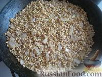 Фото приготовления рецепта: Перловая каша с грибами в горшочке - шаг №8