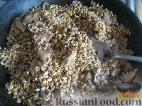 Фото приготовления рецепта: Перловая каша с грибами в горшочке - шаг №9