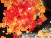 Фото приготовления рецепта: Томатный суп с рисом - шаг №6