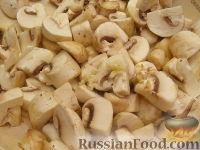 Фото приготовления рецепта: Грудка курицы со сливками и грибами - шаг №7