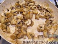 Фото приготовления рецепта: Грудка курицы со сливками и грибами - шаг №8