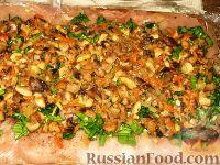 Фото приготовления рецепта: Куриный рулет с грибами в кабачке - шаг №2
