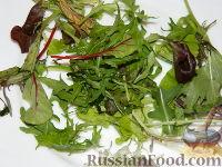 Фото приготовления рецепта: Салат с маринованными опятами - шаг №7