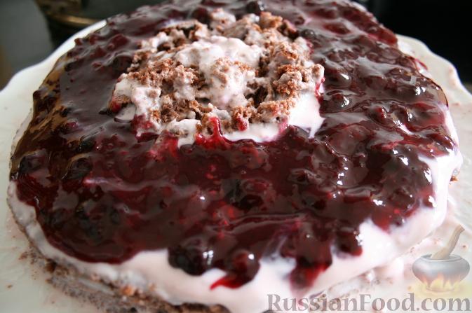 Фото приготовления рецепта: Шоколадно-ягодный торт - шаг №9