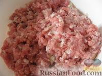 """Фото приготовления рецепта: Котлеты мясные """"Особые"""" с кабачками - шаг №3"""