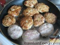 """Фото приготовления рецепта: Котлеты мясные """"Особые"""" с кабачками - шаг №9"""