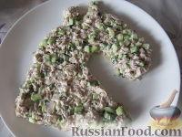 """Фото приготовления рецепта: Новогодний салат """"Лошадка"""" - шаг №14"""