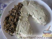 """Фото приготовления рецепта: Новогодний салат """"Лошадка"""" - шаг №15"""