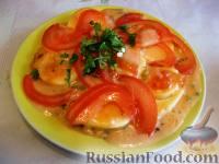 Фото приготовления рецепта: Запеченные яйца под томатным соусом с лососем - шаг №14