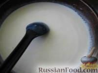 Фото приготовления рецепта: Запеченные яйца под томатным соусом с лососем - шаг №4