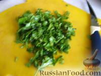 Фото приготовления рецепта: Запеченные яйца под томатным соусом с лососем - шаг №6