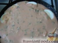 Фото приготовления рецепта: Запеченные яйца под томатным соусом с лососем - шаг №12