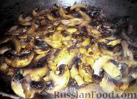 Фото приготовления рецепта: Картошка в горшочках с грибами - шаг №4