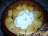 Фото приготовления рецепта: Картошка в горшочках с грибами - шаг №6