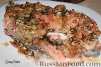 Фото к рецепту: Форель с креветками под миндально-сырной корочкой