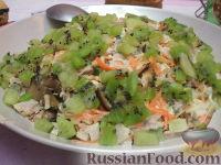 Фото к рецепту: Мясной салат с киви