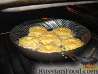Фото приготовления рецепта: Свиные отбивные, запеченные под ананасами и сыром - шаг №6