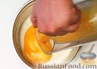 Фото приготовления рецепта: Манник на кефире - шаг №8